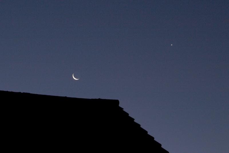 Moon and Venus 07 am on 4-12-2018KL